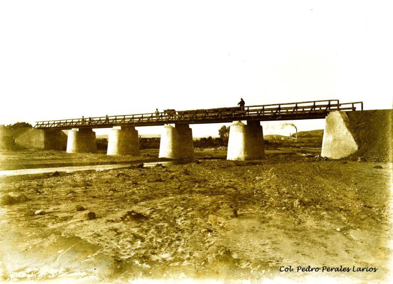 Puente sobre la rambla de Muleria del ferrocarril Herrerías- Villaricos. Col. Pedro Perales Larios.
